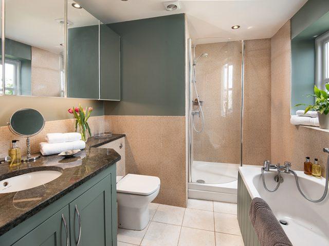 The Percy Room en-suite at Throphill Grange